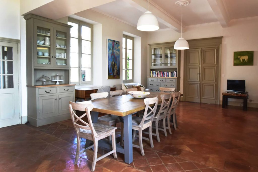 Solid wood dining table and chairs in france - ordering custom made furniture in Bali